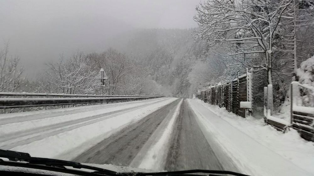 Snehové jazyky a záveje 3.apríla 2015 - cesta popod Strečno, foto 2
