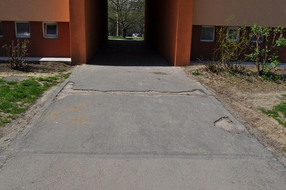Oprava chodníkov na Hlinách a Vlčincoch, foto 1