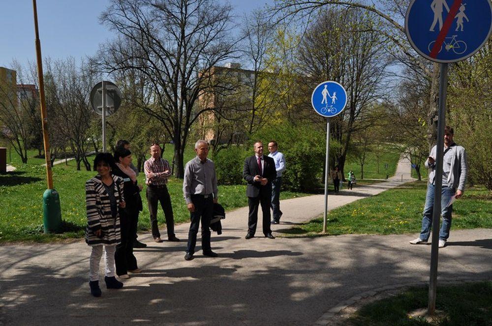 Oprava chodníkov na Hlinách a Vlčincoch, foto 2