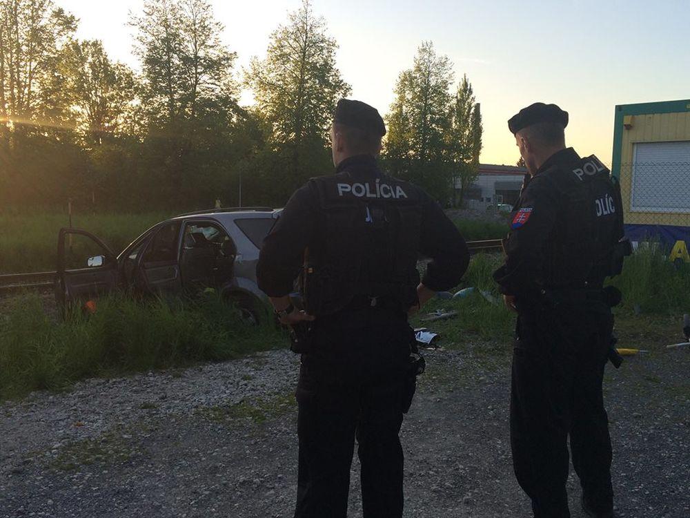 Dopravná nehoda v mestskej časti Bytčica - zrážka vlaku s autom, foto 2