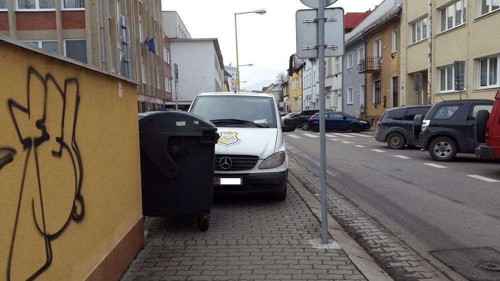 Parkovanie na chodníkoch v Žiline, foto 1