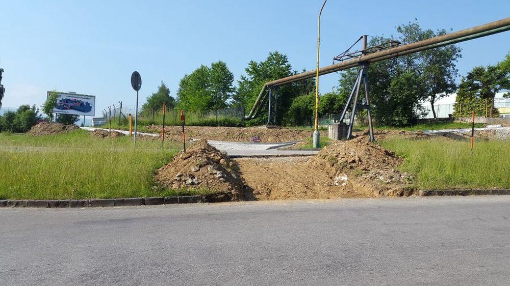 Nezmyselne zakončený chodník na Rosinskej ceste bude mať pokračovanie, foto 1
