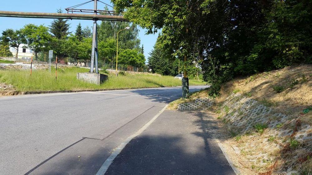 Nezmyselne zakončený chodník na Rosinskej ceste bude mať pokračovanie, foto 3