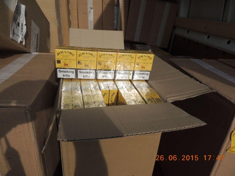 Colníci zadržali v Turzovke viac ako 700 tisíc nelegálnych cigariet, foto 1