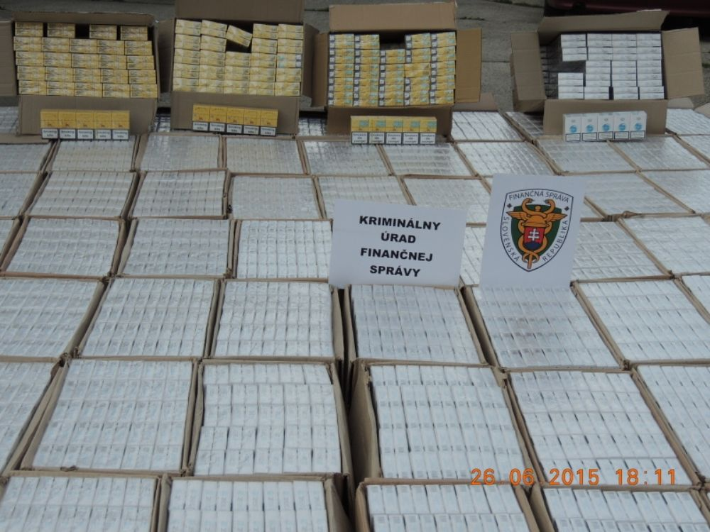 Colníci zadržali v Turzovke viac ako 700 tisíc nelegálnych cigariet, foto 2