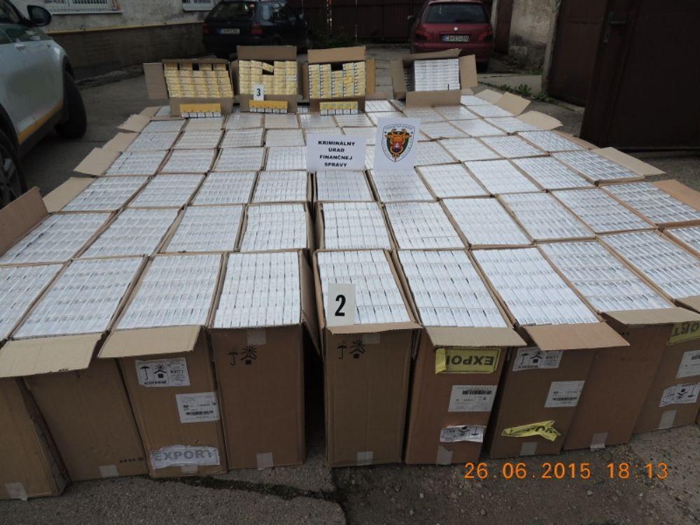 Colníci zadržali v Turzovke viac ako 700 tisíc nelegálnych cigariet, foto 3
