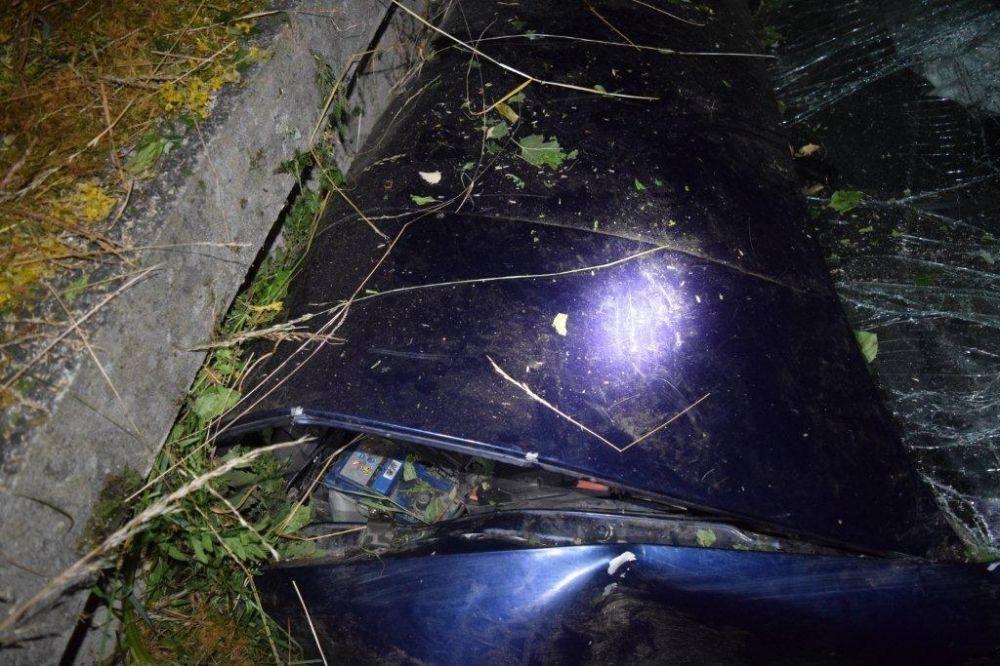 Vodička narazila čelne do betónového mostíka, zranila sa celá posádka , foto 1