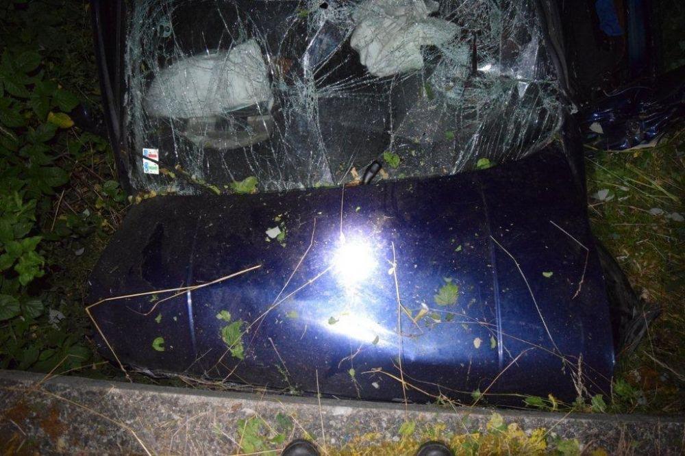 Vodička narazila čelne do betónového mostíka, zranila sa celá posádka , foto 3