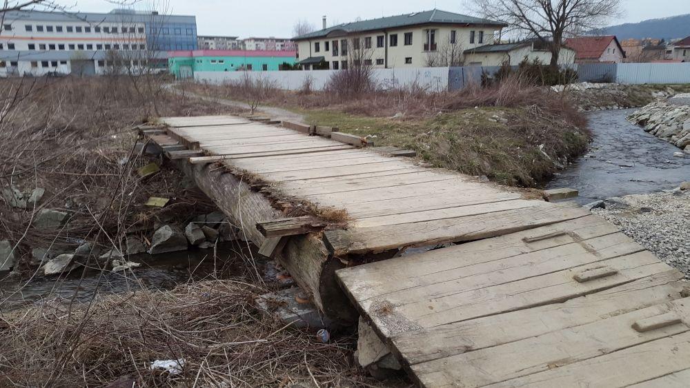 Zničený most cez potok Rosinka, foto 1