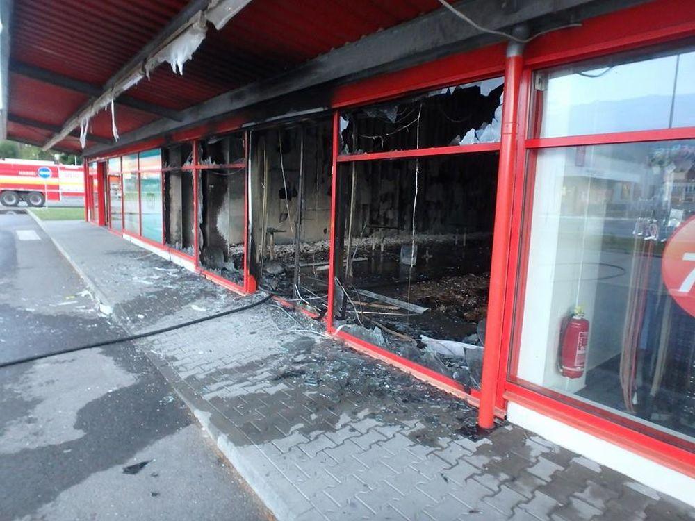 Požiar obchodu s oblečením v Turzovke 30.7.2015, foto 2