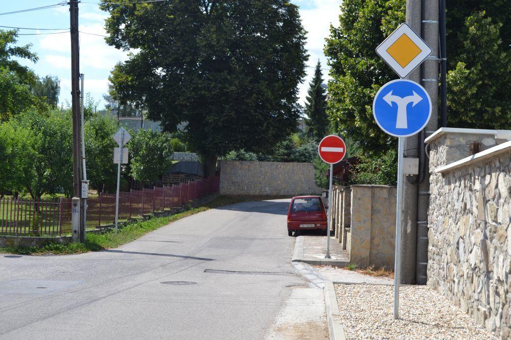 Nová jednosmerná cesta na ulici Majerská, časť Rosinky, foto 1