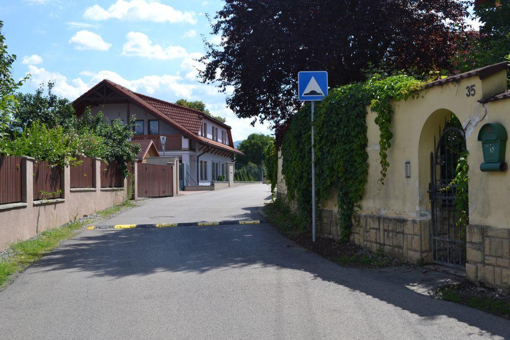 Nová jednosmerná cesta na ulici Majerská, časť Rosinky, foto 3