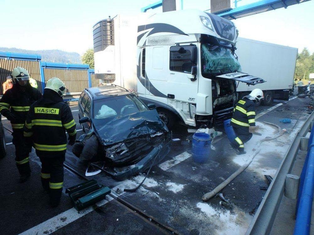 Tragická dopravná nehoda pri Čadci 7.8.2015, foto 4