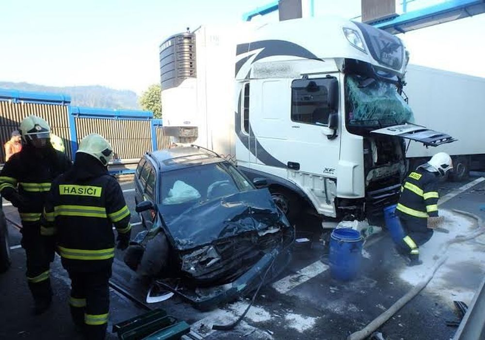 Tragická dopravná nehoda pri Čadci 7.8.2015, foto 8