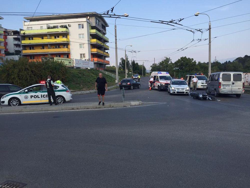 Nehoda motorkárky a dodávky na sídlisku Hájik 16.8.2015, foto 1