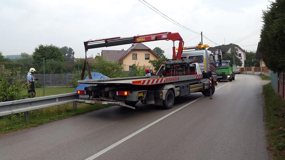 V Trnovskom esíčku skončilo v potoku už viac ako 10 áut, foto 3