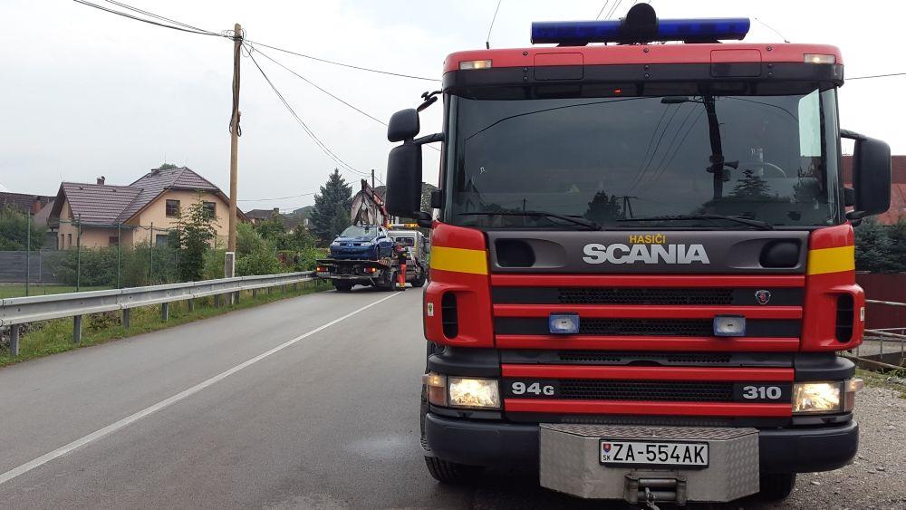 V Trnovskom esíčku skončilo v potoku už viac ako 10 áut, foto 4