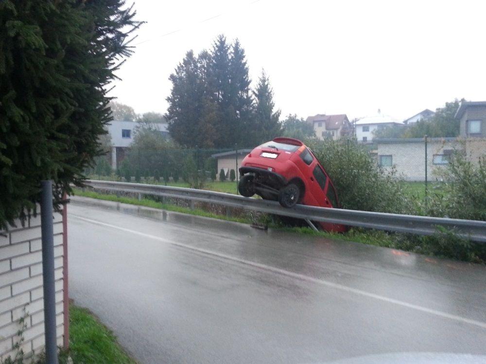 V Trnovskom esíčku skončilo v potoku už viac ako 10 áut, foto 7