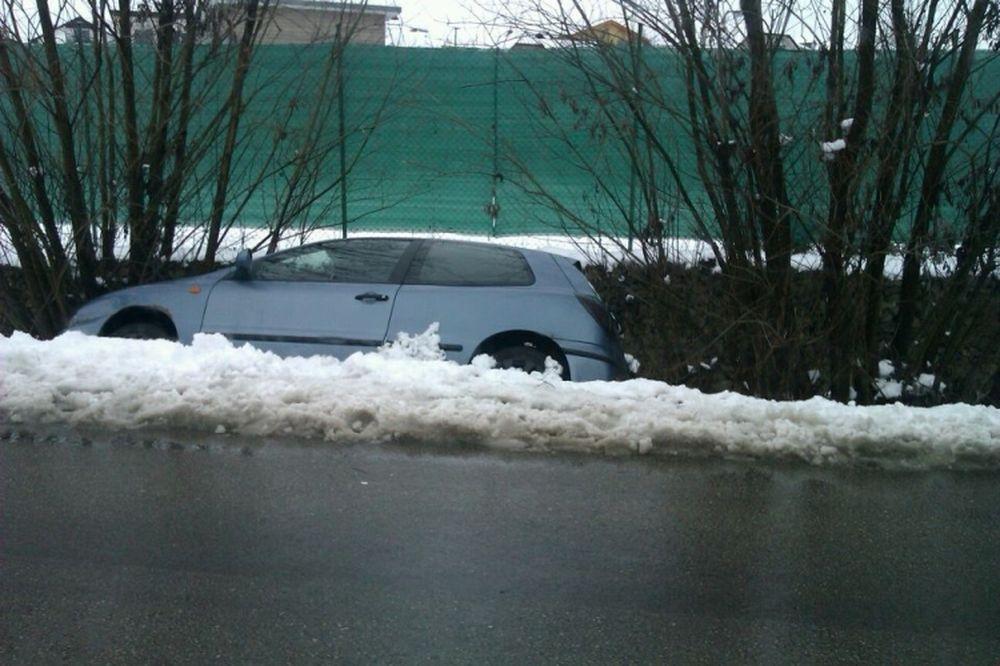 V Trnovskom esíčku skončilo v potoku už viac ako 10 áut, foto 9