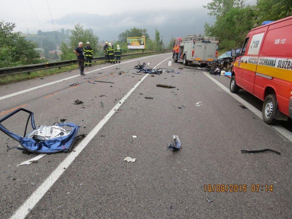 Tragická nehoda pri Strečne 18.8.2015, foto 2