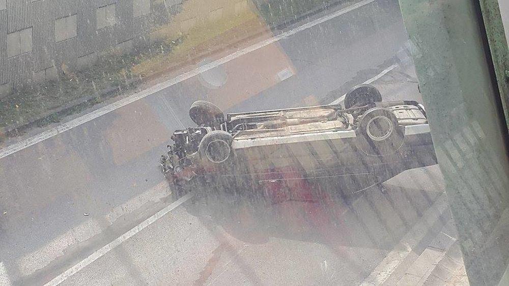 Hrozivo vyzerajúca nehoda pri Rondli, ďalšia na Hollého ulici , foto 1