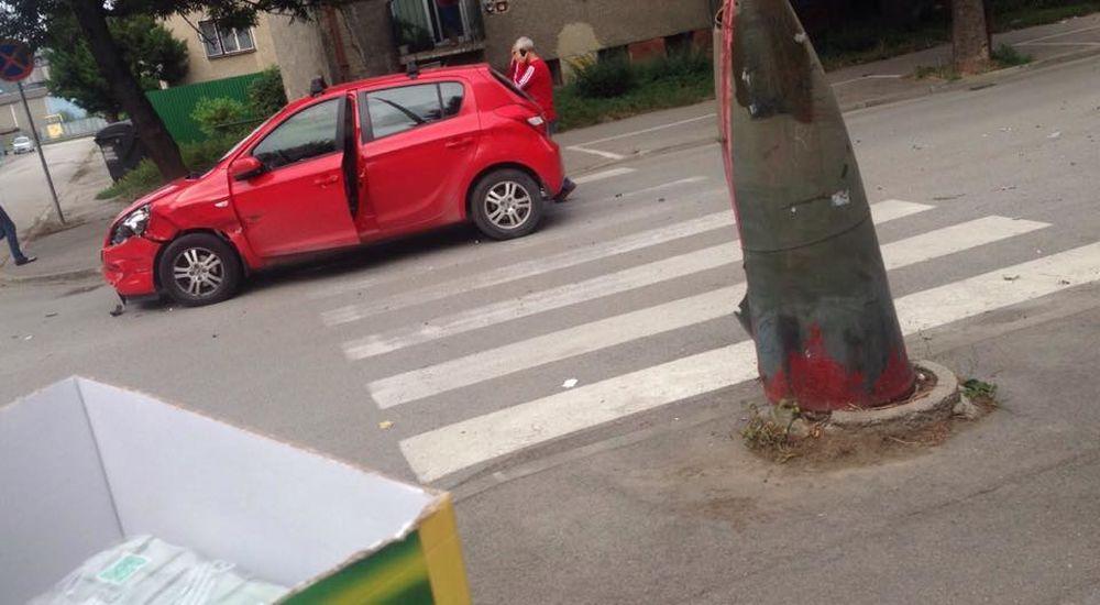 Hrozivo vyzerajúca nehoda pri Rondli, ďalšia na Hollého ulici , foto 3