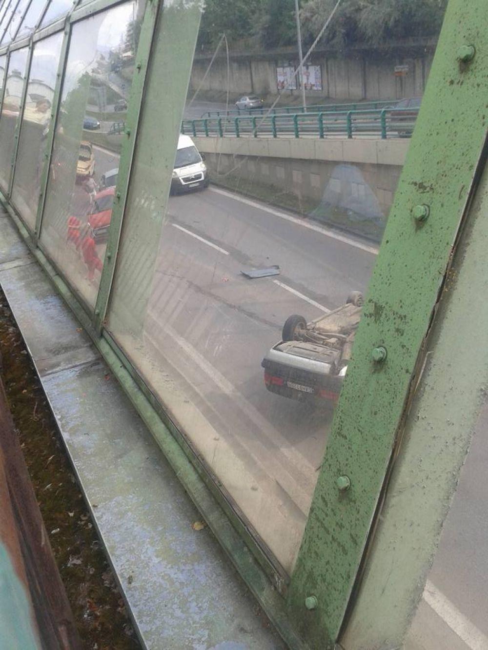 Hrozivo vyzerajúca nehoda pri Rondli, ďalšia na Hollého ulici , foto 4