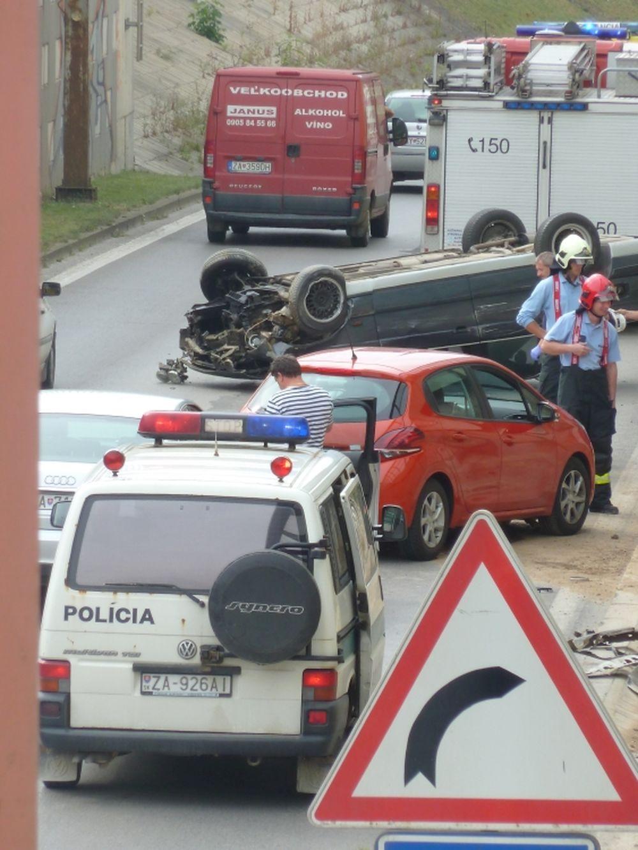 Hrozivo vyzerajúca nehoda pri Rondli, ďalšia na Hollého ulici , foto 7