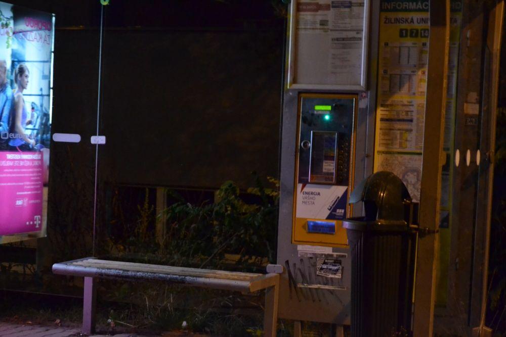 Pokus o vykradnutie automatu na lístky MHD na Veľkom Dieli, foto 4