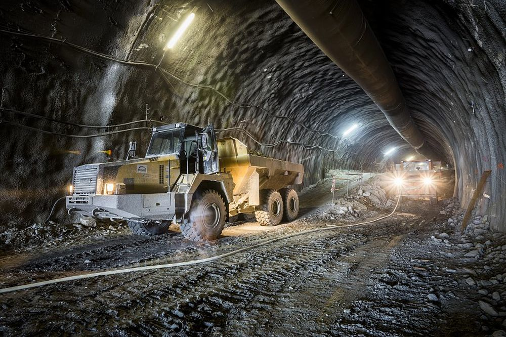 """Stavbári prerazili druhú tunelovú rúru tunela """"Daniela"""", foto 4"""