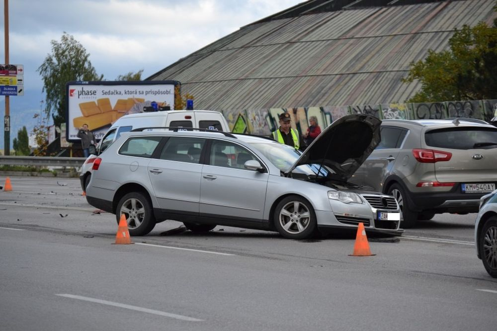 Dopravná nehoda na Nemocničnej - 16.10.2015, foto 2