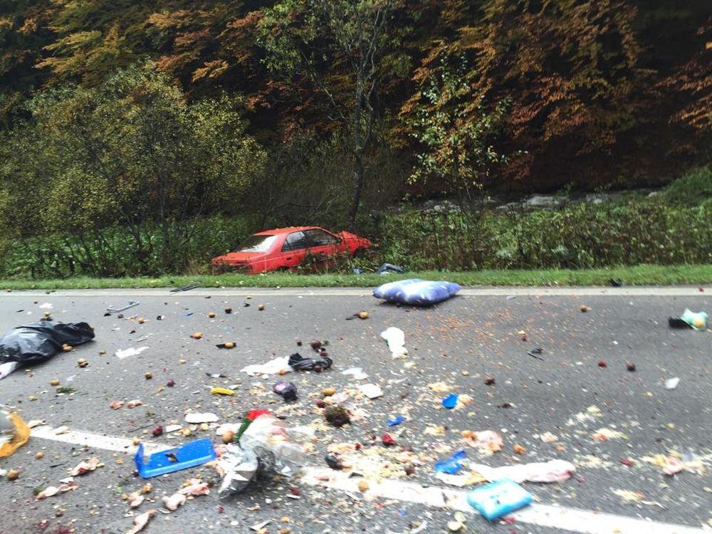Aktuálne: Pri Ružomberku sa zrazil kamión s 2 osobnými autami , foto 1