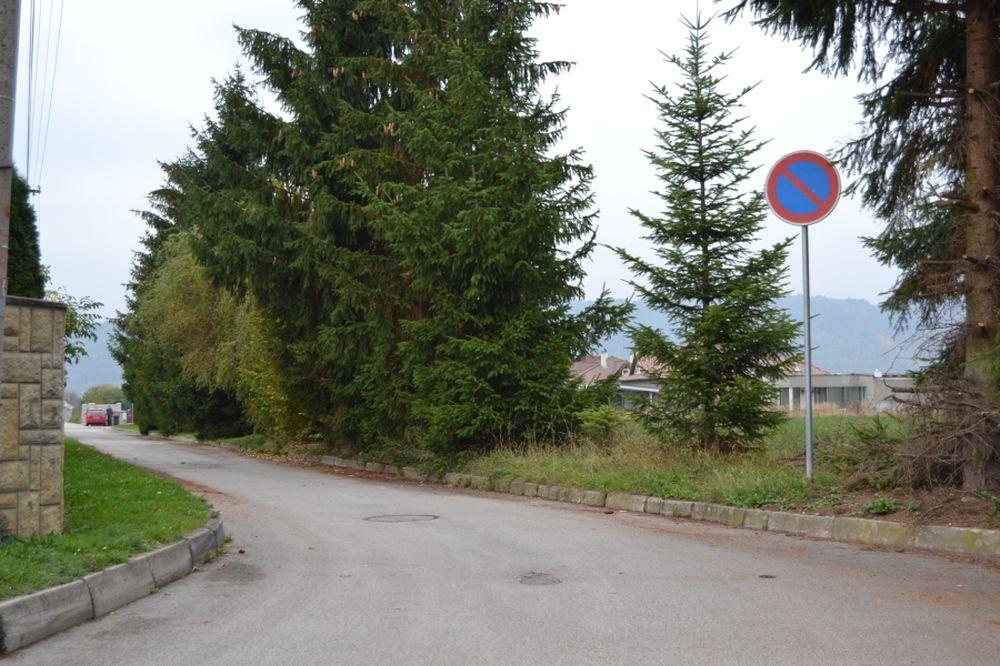 Problém s parkovaním na ulici Hronská v Trnovom, foto 1