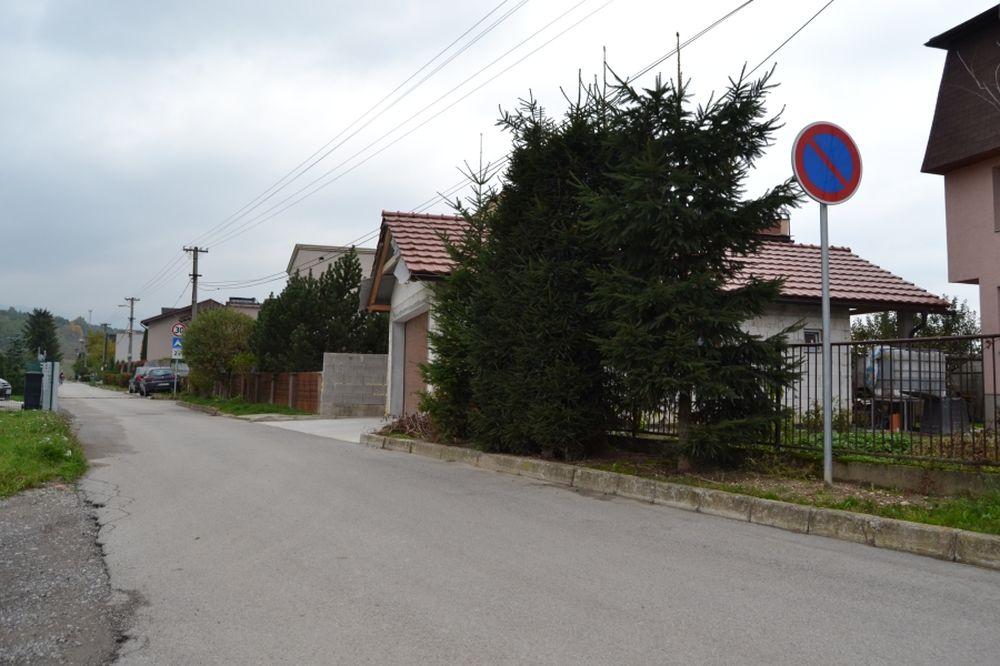 Problém s parkovaním na ulici Hronská v Trnovom, foto 2