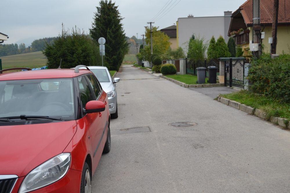 Problém s parkovaním na ulici Hronská v Trnovom, foto 3