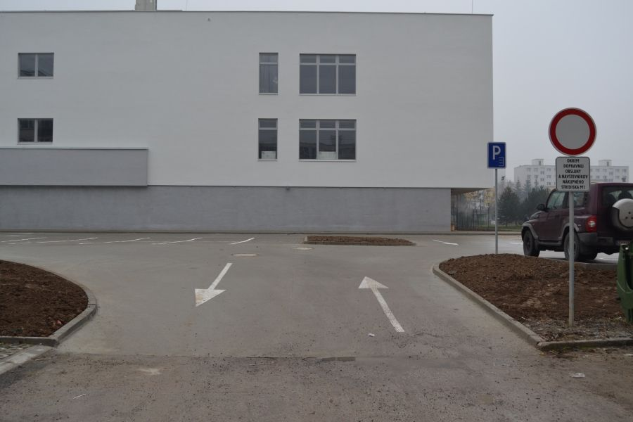 Parkovanie pri novom nákupnom centre na Solinkách centre je zakázané, foto 2