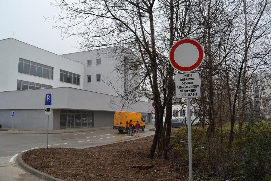 Parkovanie pri novom nákupnom centre na Solinkách centre je zakázané, foto 3