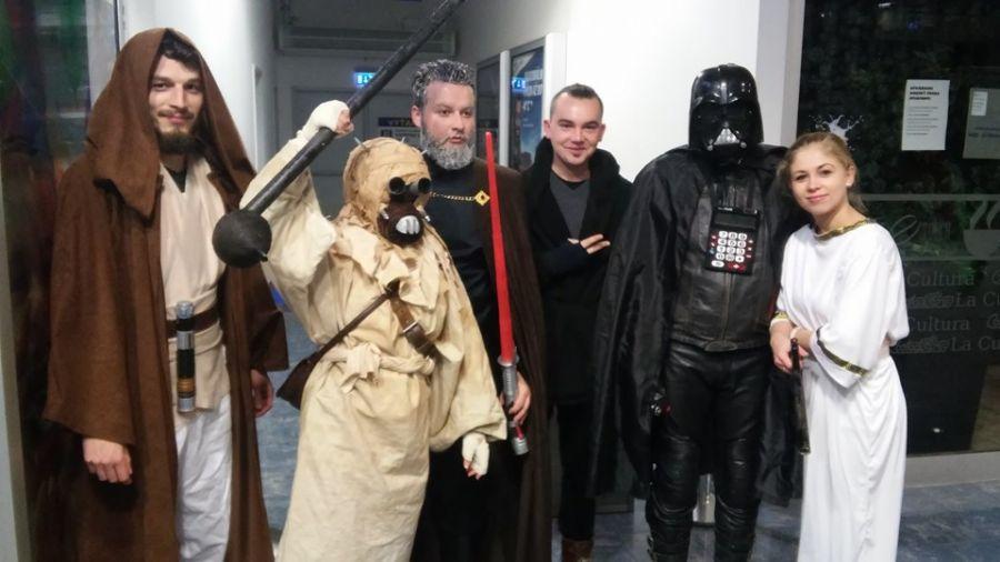 Nadšenci sa na premiéru Star Wars patrične vyzbrojili , foto 1