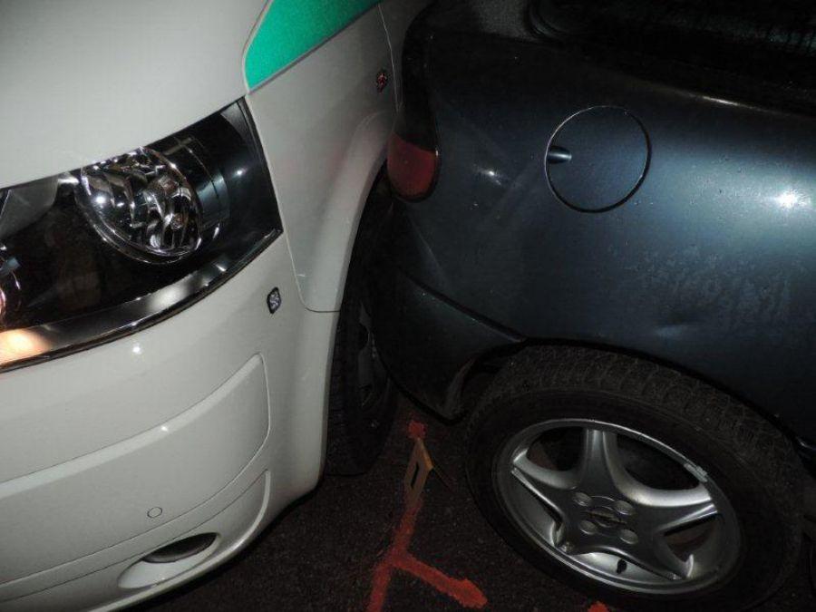 Podnapitý mladík z Čadce spôsobil 2 nehody a ušiel, foto 3