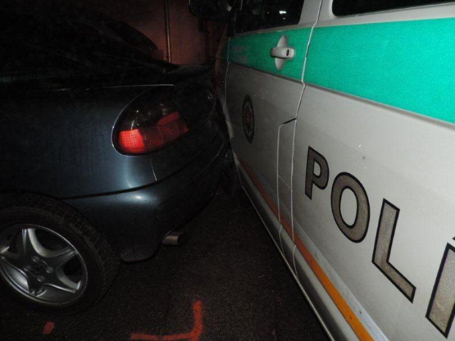 Podnapitý mladík z Čadce spôsobil 2 nehody a ušiel, foto 6