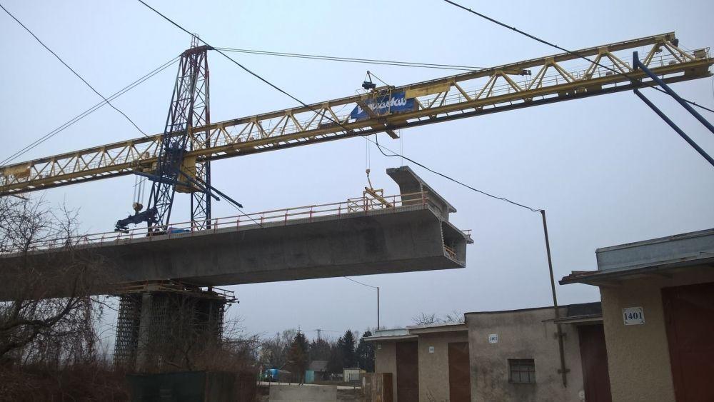 Výstavba diaľničných mostov pri Lietavskej Lúčke - 5.1.2015, foto 1