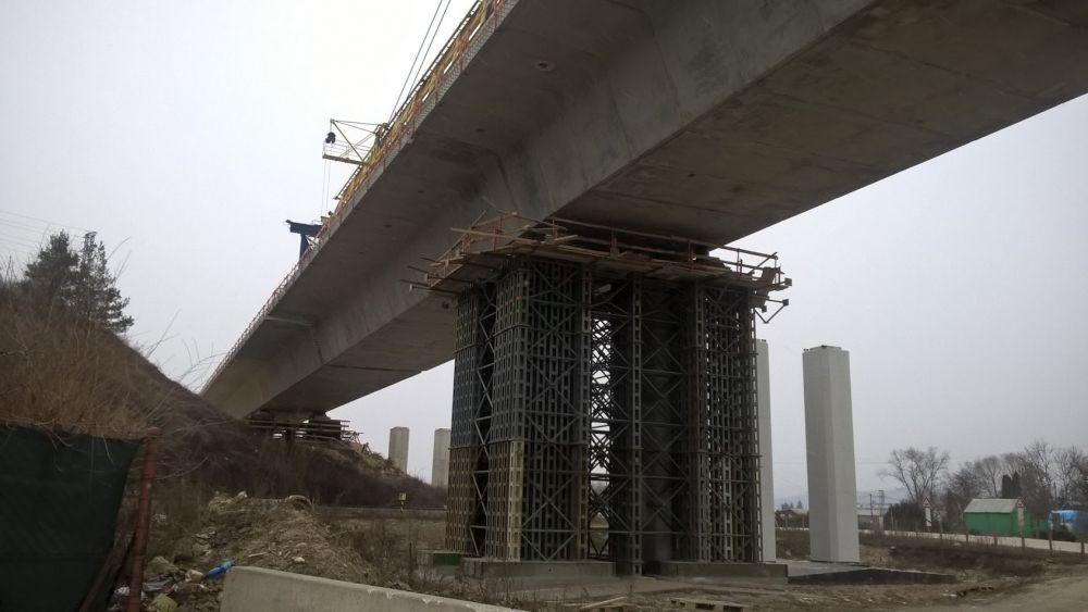 Výstavba diaľničných mostov pri Lietavskej Lúčke - 5.1.2015, foto 2