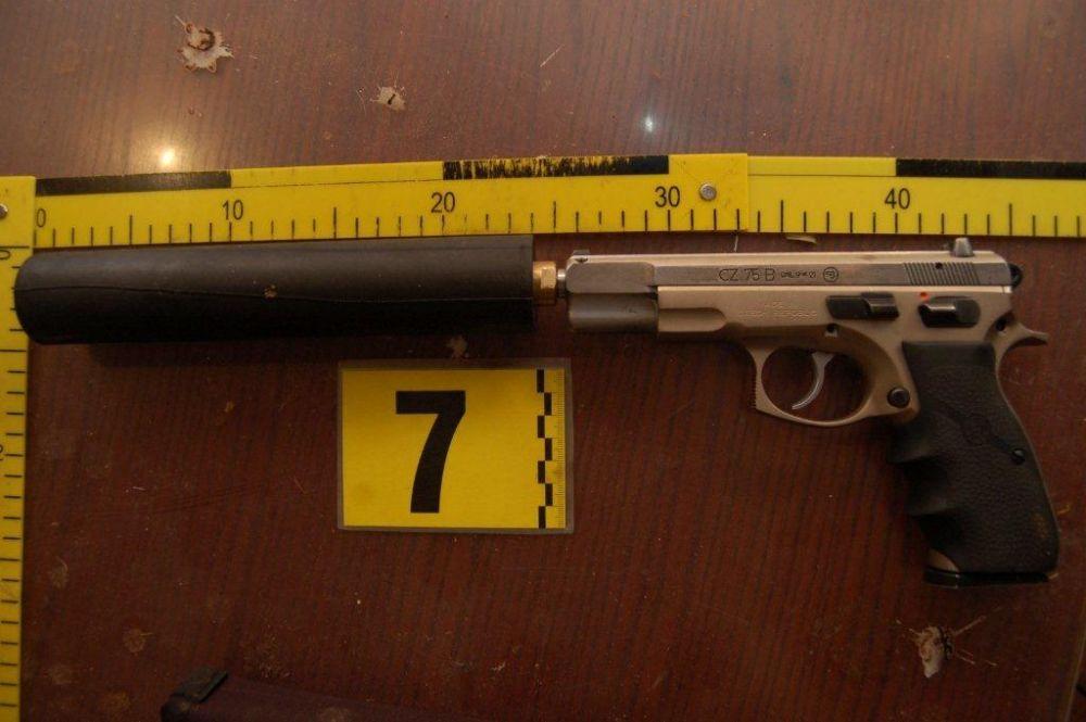 Dvaja Kysučania mali v neoprávnenej držbe zbrane, foto 3