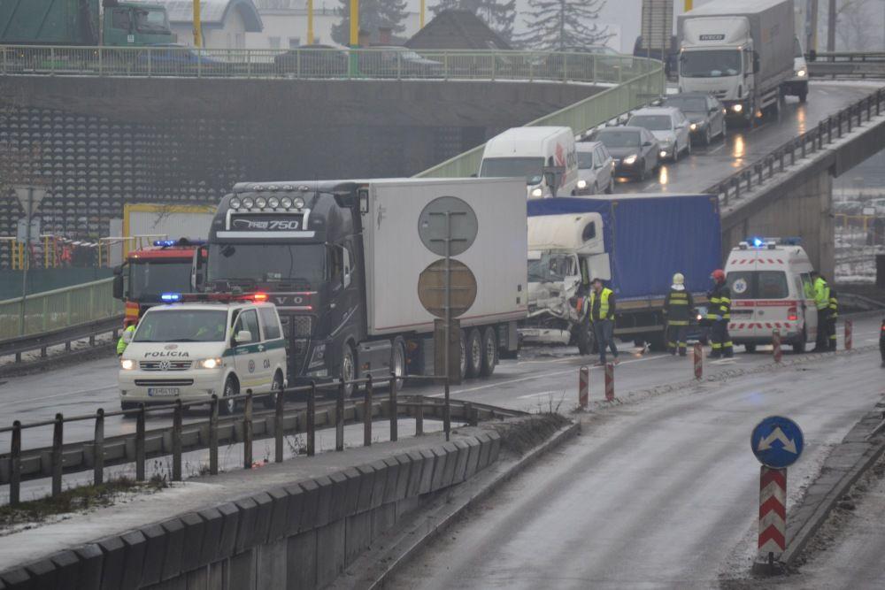 Dopravná nehoda pod Rondlom - 27.1.2016, foto 1