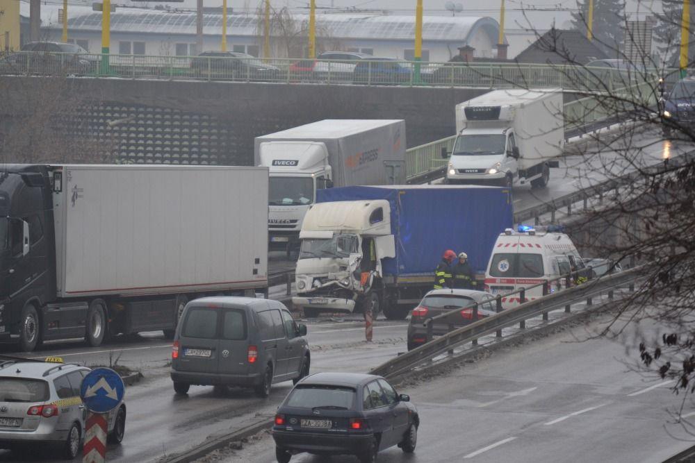 Dopravná nehoda pod Rondlom - 27.1.2016, foto 2