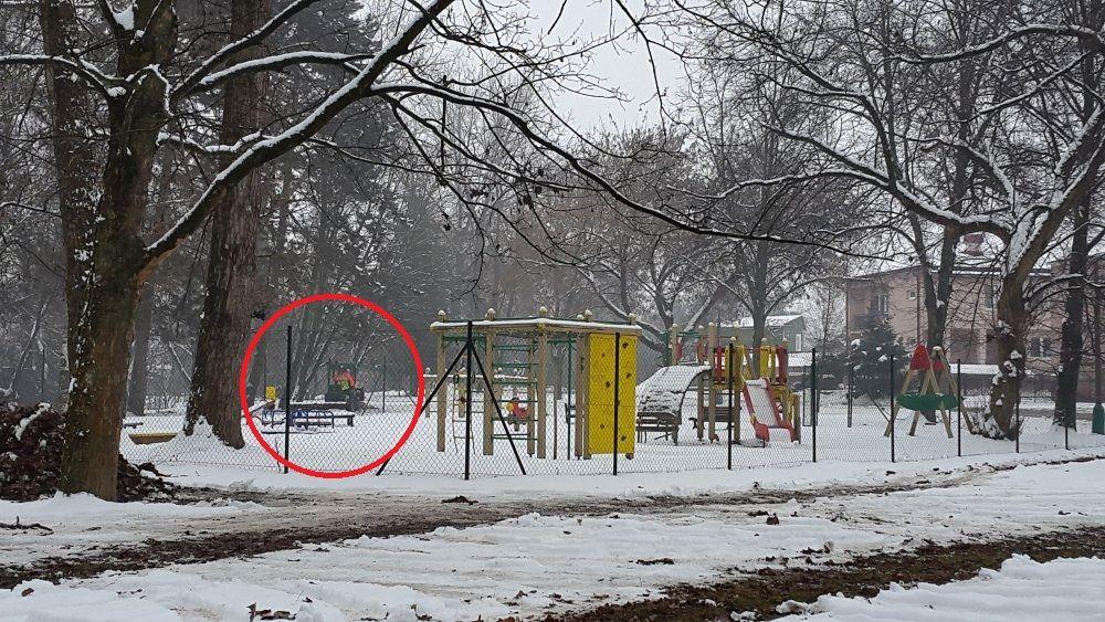 Kuriózna zimná údržba v parku na Rosinkách, foto 3