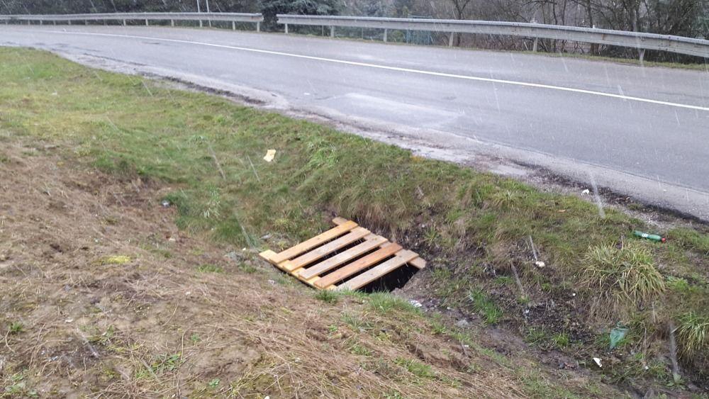 Chýbajúci poklop šachty na Rosinskej ceste, foto 1
