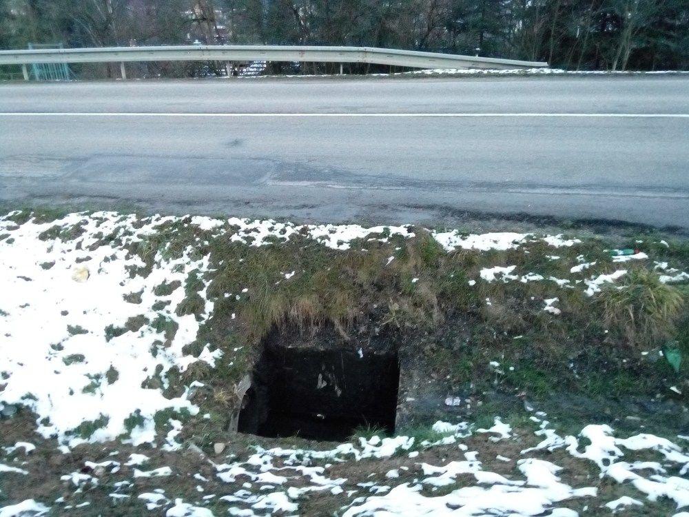 Chýbajúci poklop šachty na Rosinskej ceste, foto 2