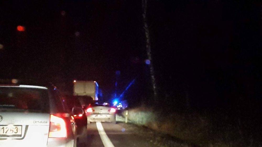 Vážna dopravná nehoda autobusu a osobného automobilu pod Strečnom  28.2., foto 1
