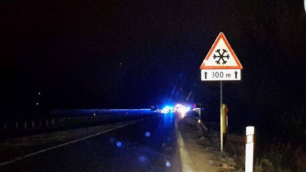 Vážna dopravná nehoda autobusu a osobného automobilu pod Strečnom  28.2., foto 2